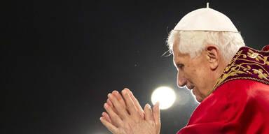 Papst feierte Osternacht im Petersdom