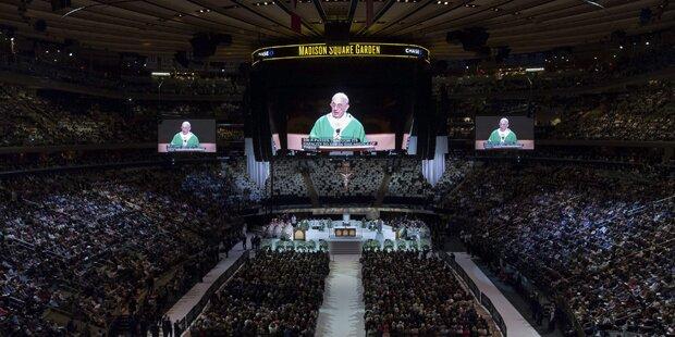 Papst in New York bejubelt