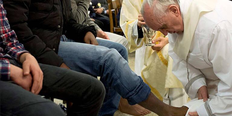 Papst wusch jugendlichen Häftlingen die Füße