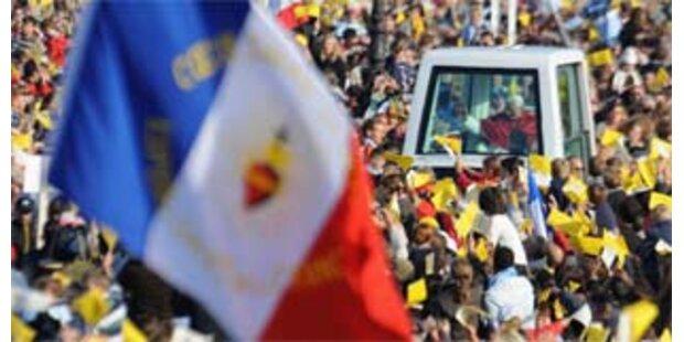 Papst in Lourdes eingetroffen