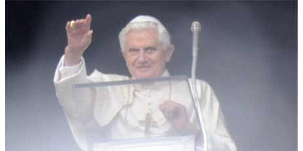 Papst darf mit Hakenkreuz gezeigt werden