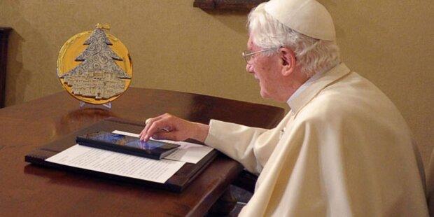 Papst zündete größten Christbaum der Welt an