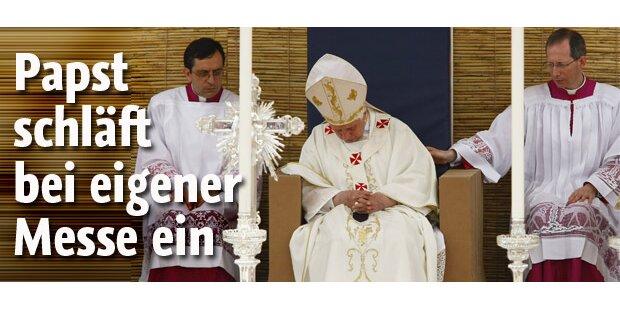 Papst schläft bei eigener Messe ein