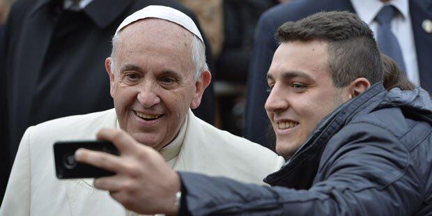 Papst-Selfies für Polizisten tabu