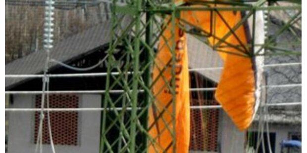Paragleiter kappt bei Notlandung Stromleitung