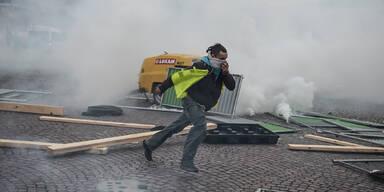 Tränengas: 'Gelbwesten'-Proteste eskalieren