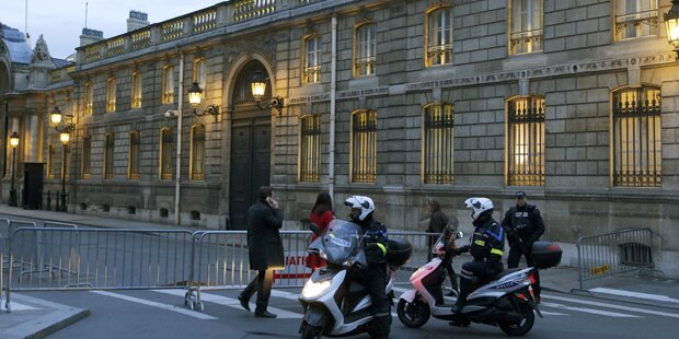 Polizistin in Paris umgefahren