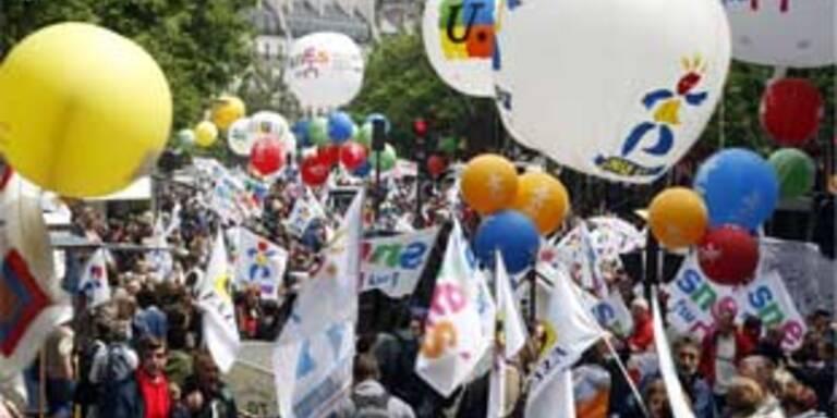 Riesendemo in Paris gegen Abbau von 11.200 Lehrern