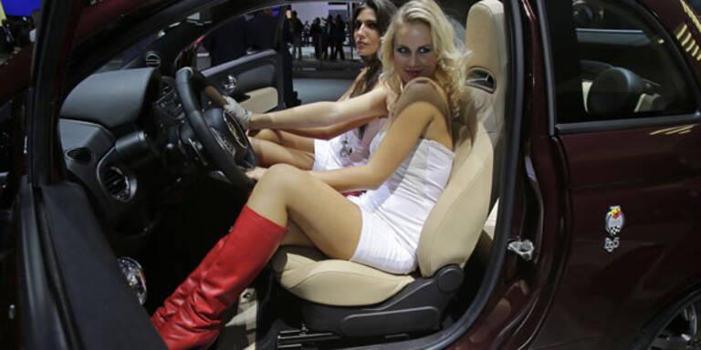 Die heißesten Girls des Pariser Autosalons