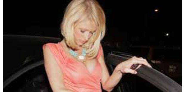 Busenwunder Paris Hilton zeigt Schummel-Dekolleté