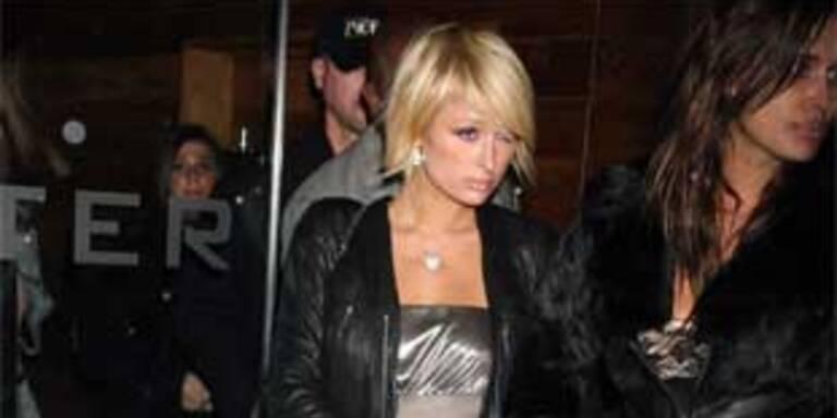 Paris Hilton beim Verlassen eines New Yorker Clubs.