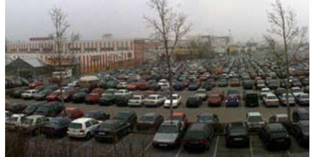 Oma schlägt 29-Jährigen bei Parkplatzstreit