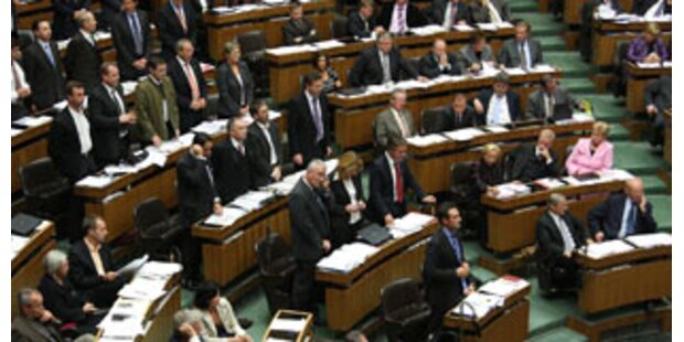 Wilde Attacken bei Monstersitzung im Parlament