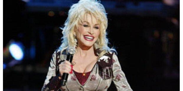 Dolly Parton verschiebt Tour wegen ihrer Brüste