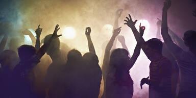 Polizei löst Corona-Party mit 1.000 Gästen auf