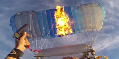 Irrer Feuer-Stunt in der Luft