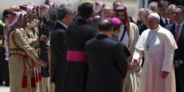 Papst Franziskus beginnt Pilgerreise