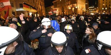 Pegida-Demo von Linken gestoppt