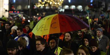 Tausende bei Protesten gegen Pegida