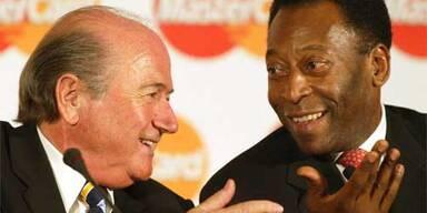 FIFA-Praesident Joseph Blatter (l.), Pele (r.)