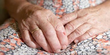 68-Jährige im Pflegeheim angezündet