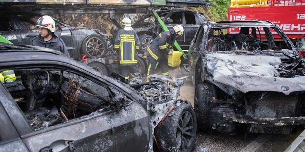 Neuwagen gingen in Flammen auf