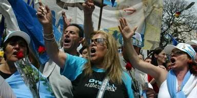 Tumulte bei Umbettung Peróns