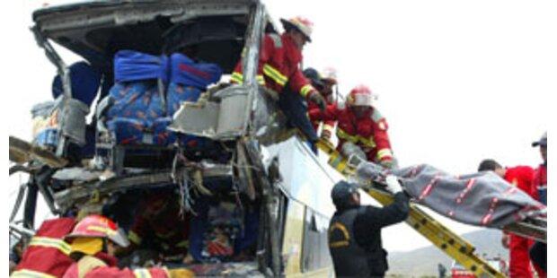 32 Tote bei Verkehrsunfällen in Peru