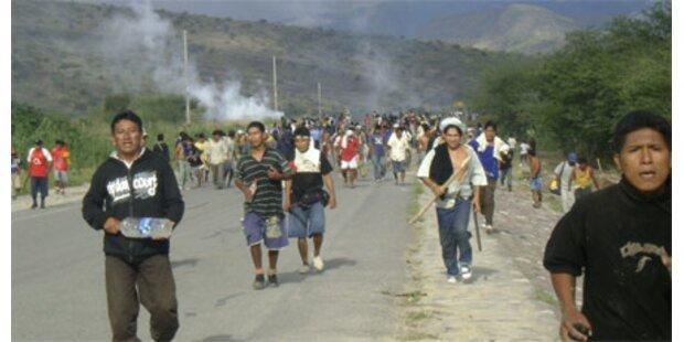 Gefechte zwischen Indios und Polizei