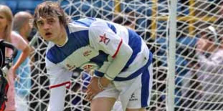 Pete Doherty als Goalie.