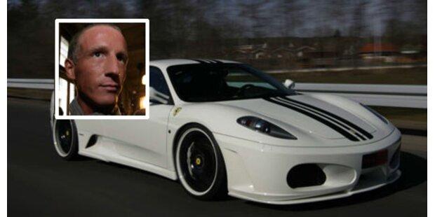 Petzners Dienstwagen ist weißer Ferrari