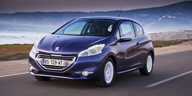 Peugeot 208 parkt jetzt automatisch ein
