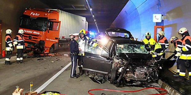 Pfändertunnel: 21-Jährige stirbt bei Frontalcrash