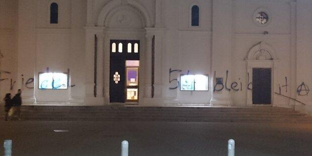 Farbanschlag auf Pfarrkirche