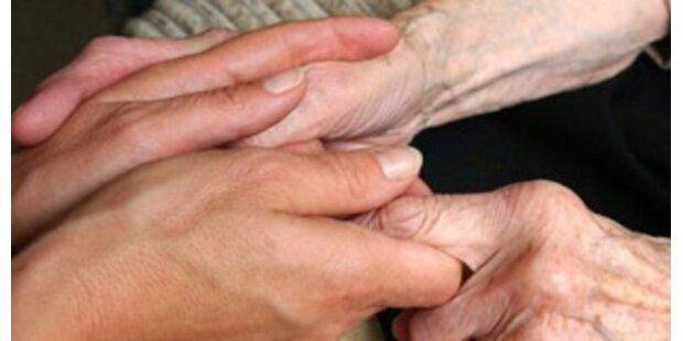 Rot und Schwarz streiten um Pflegeförderung