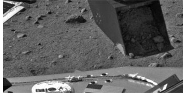Marssonde nimmt erste Bodenproben