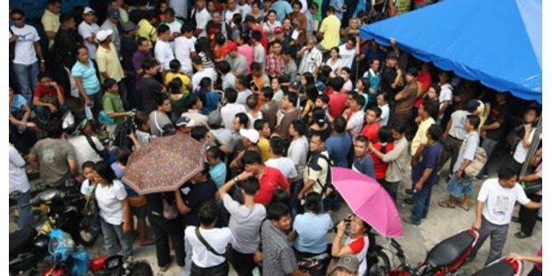 Philippinos flüchten vor Taifun