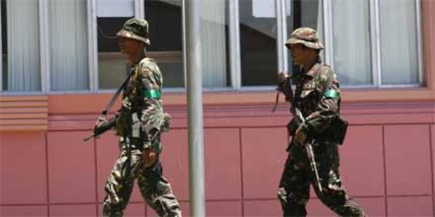 Bombe enthauptet zwei Bus-Insassen