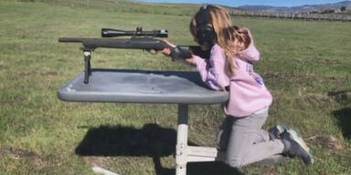 Riesenwirbel: Pinks Tochter (7) schießt mit echtem Gewehr