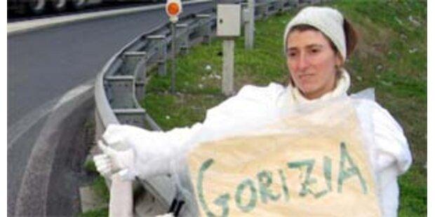 Tramperin im Brautkleid von Lkw-Fahrer ermordet