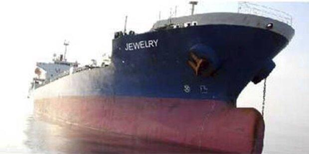 Koreanische Soldaten stürmen gekapertes Schiff