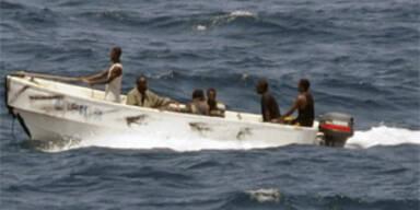 Matrosen kämpften mit Schläuchen gegen Piraten
