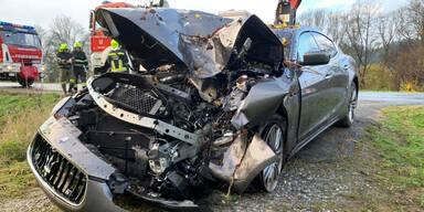 Teenie crasht mit Luxus-Auto in Baum
