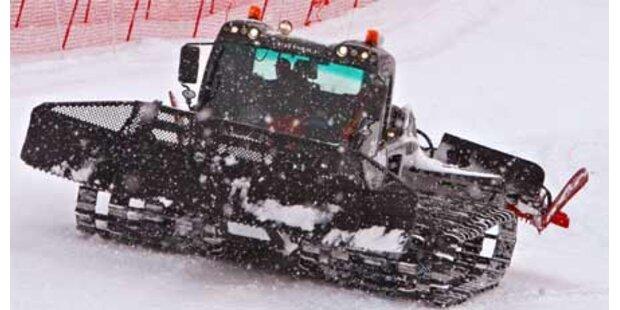 Snowboarder crasht in Pistenraupe: Bein verloren