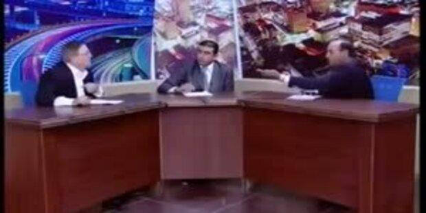 Abgeordneter zieht Revolver in TV-Sendung