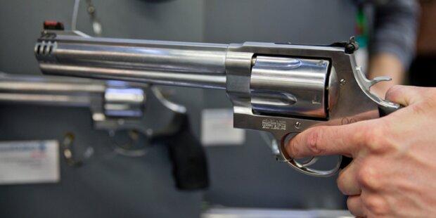 Frau versteckte Pistole in ihrer Vagina