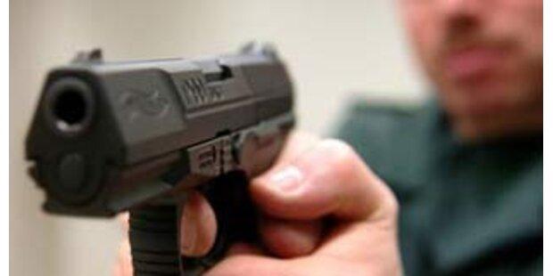 Räuber richtete mit Schuss Chaos in Lokal an