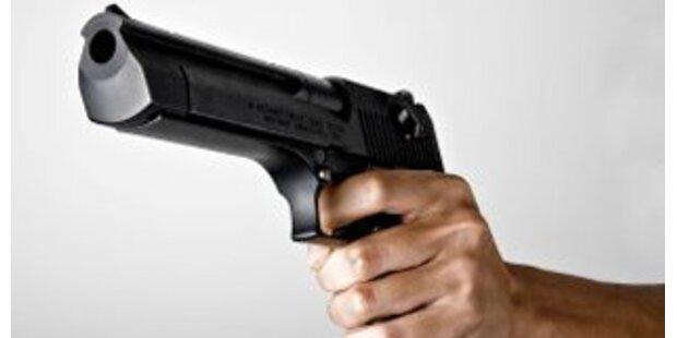 Unbekannte erschossen in Bar elf Menschen