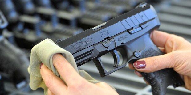 Räuber-Ladys stehlen Opas Pistole