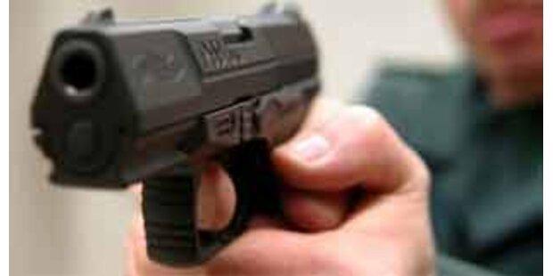 Ehepaar am Bahnhof mit Pistole bedroht